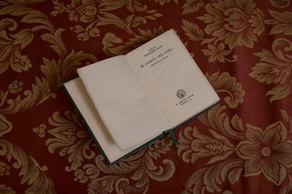 La antología poética que contiene una biografía del tatarabuelo de la escritora María Reig, y que provocó que escribiera su novela superventas 'Papel y tinta'.