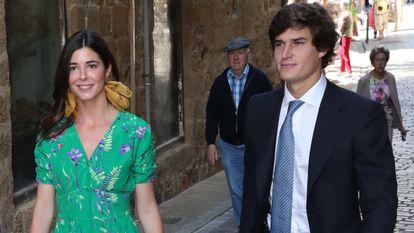 Carlos Fitz James Stuart y Belén Corsini en una boda en Zumaia en junio de 2019.