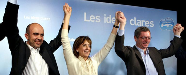 Alberto Ruíz-Gallardón, a la derecha, en el acto de apoyo a la candidata del PP por Cataluña, Dolors Nadal, en el centro. A la izquierda, Daniel Sirera