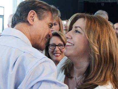 Susana Díaz saluda al exministro socialista de Justicia, Juan Fernando López Aguilar, este domingo.