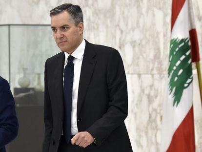 El primer ministro libanés, Mustafá Adib, tras presentar su dimisión el sábado en Beirut.