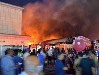 Incendio en el Hospital Universitario de Al Huseín, en Nasiriya (Irak).