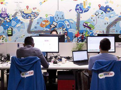 Empleados de BlaBlaCar en las oficinas de la empresa en Paris.