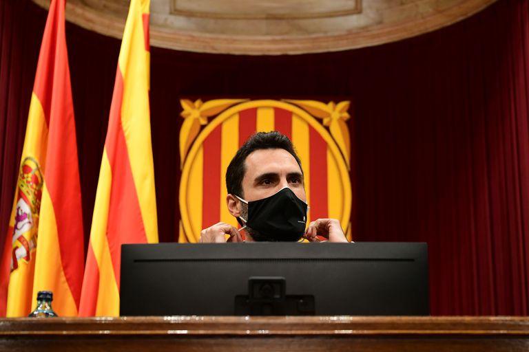El presidente del Parlament, Roger Torrent, en el pleno de la Cámara catalana.