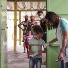 """Las autoridades y expertos que defienden la reapertura argumentan que los centros de enseñanza deben ser """"los últimos en cerrar las puertas y los primeros en abrirlas"""". Italo Dutra, jefe de Educación de Unicef en Brasil, apoya ese lema. """"Los niños son los menos infectados por el coronavirus y la ciencia demuestra que es posible, bajo varios protocolos, retomar de forma segura de las clases"""", argumenta. Sin embargo, Dutra reconoce que el Ministerio de Educación y gran parte de las Secretarías de Educación de los Estados y municipios no han puesto en marcha medidas y protocolos para asegurar el regreso seguro."""