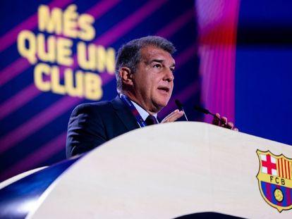 El presidente del FC Barcelona, Joan Laporta, durante la segunda parte de la Asamblea de socios compromisarios del club, el 23 de octubre.