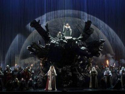 La propuesta escénica de la ópera de Bellini, que volvía al Teatro Real 102 años después, fue rancia, banal y pueril