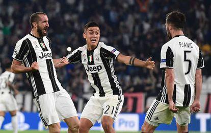Jugadores de la Juventus celebran uno de los goles.