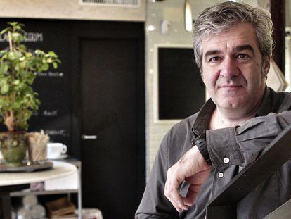 El cineasta Álvaro Fernández Armero, en la cafetería Magasand de Madrid.
