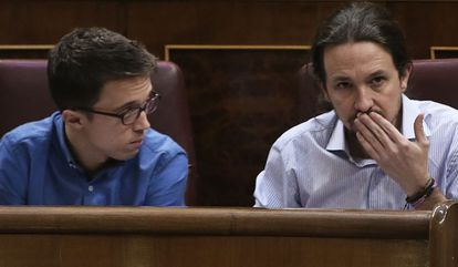 Íñigo Errejón y Pablo Iglesias, en el Congreso.