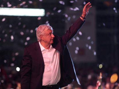 López Obrador durante el mitin en el estadio Azteca.