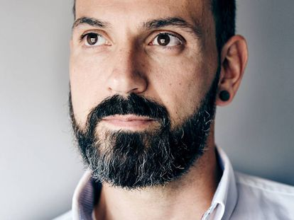 Ismael Teijón (Madrid, 1980) es el CEO de Social WoW. Es uno de los fundadores de Demium Startups, red de incubadoras que ha ayudado a más de 34 proyectos a convertirse en empresas. Con estudios en Tecnologías de la Información, fundó la Escuela de Negocios Demium Academy y actualmente es mentor en el Instituto de Empresa y profesor en diversas universidades y escuelas de negocio.