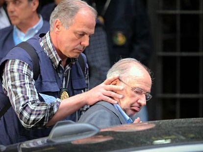 El exministro Rodrigo Rato, durante su detención.