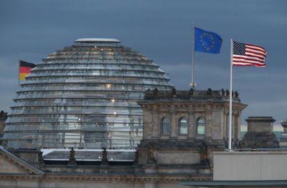 La Embajada de EEUU, junto al Reichstag, en Berlín.
