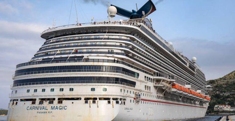 Vista del crucero Carnival Magic.