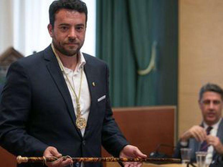 Álex Pastor asume el cargo de alcalde de Badalona, en 2018.