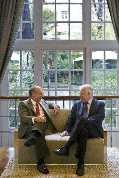 Miquel Roca y Felipe González, en uno de sus  encuentros para el libro.