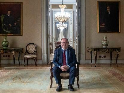 Miquel Iceta, ministro de Política Territorial y Función Pública, posa en el ministerio tras la entrevista.