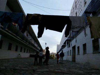 Vecinos del barrio del Saladillo, en Algeciras.