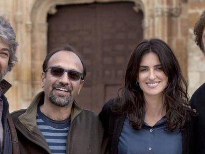 Darín, Farhadi, Cruz y Bardem, en el rodaje de 'Todos lo saben'.