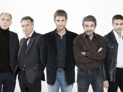De izquierda a derecha, Julieta Zylberberg, Darío Grandinetti, Oscar Martínez, el director Damián Szifrón, Ricardo Darín, Leonardo Sbaraglia y Rita Cortese, parte del equipo de 'Relatos salvajes'.