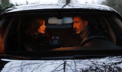 Don Felipe y doña Letizia, en su coche.