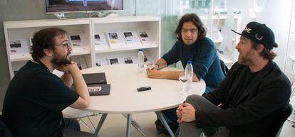 Un momento de la entrevista de 1UP con los diseñadores de videojuegos Patrice Desilets y Rami Ismail.