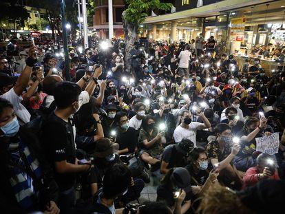 Jóvenes tailandeses participan en una manifestación de protesta prodemocracia, el pasado lunes.