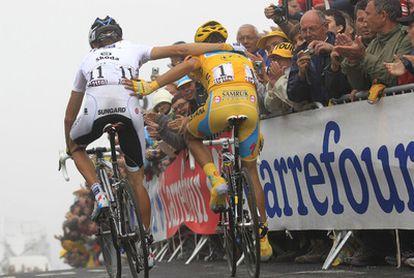 Schleck y Contador han acabado como amigos después de 10 km de ascensión del Tourmalet casi en solitario.