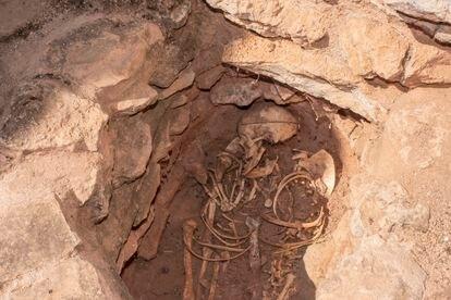 Recreación de un esqueleto en el interior de la Motilla del Azuer, en Daimiel (Ciudad Real).