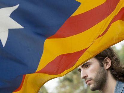 Lluís Montabés, autor de la web 'marianorajoy.cat' antes de entrar a comisaría.