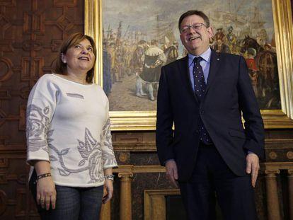 La líder del PP valenciano con el presidente de la Generalitat, Ximo Puig, en una imagen de archivo.