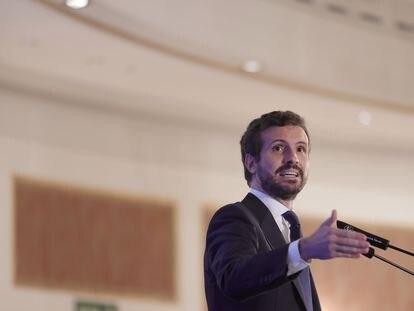 El presidente del Partido Popular, Pablo Casado, interviene en un desayuno informativo, este martes en Madrid.