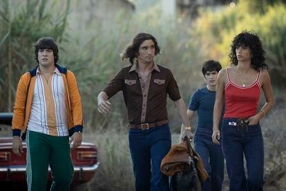 De izquierda a derecha, los actores Xavi Martín, Chechu Salgado, Marcos Ruiz y Begoña Vargas, en una escena de 'Las leyes de la frontera'.