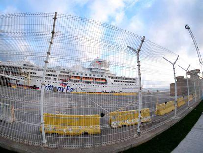 Imagen de la valle que separa las instalaciones del Puerto de Santander de la ciudad.
