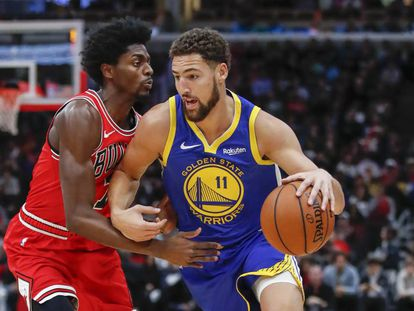 Klay Thompson y Holiday en el Bulls-Warriors