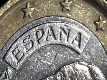 Fotografía que muestra una moneda de euro de España en Duesseldorf.