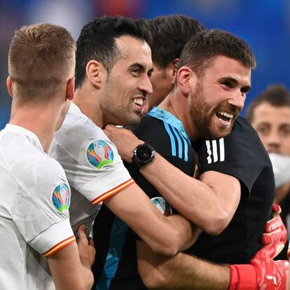 Spain's goalkeeper Unai Simon celebrates with teammates their side's win following the penalty shootout, during the Euro 2020 soccer championship quarterfinal match between Switzerland and Spain, at the Saint Petersburg stadium in Saint Petersburg, Friday, July 2, 2021. (Kirill Kudryavtsev, Pool via AP)
