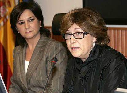 La secretaria de Políticas Sociales del PSOE, Matilde Valentín (izquierda), y la diputada Marisol Pérez, ayer.