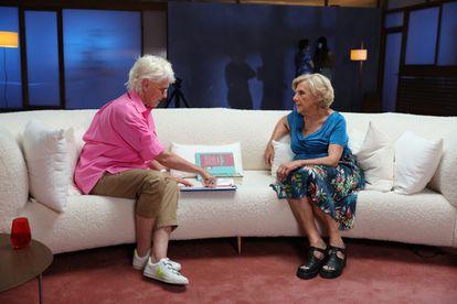 Mercedes Milá con Manuela Carmena, en 'Milá vs. Milá'.