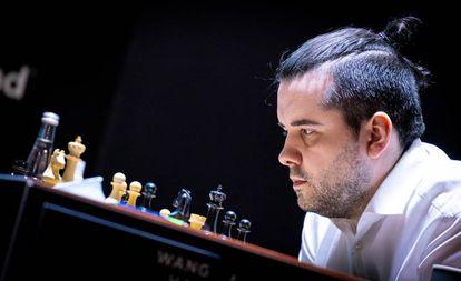 Ian Niepómniachi, hoy en Yekaterimburgo, durante su partida con Hao Wang