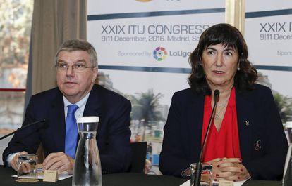 Thomas Bach junto a la presidenta de la Unión Internacional de Triatlón, Marisol Casado.