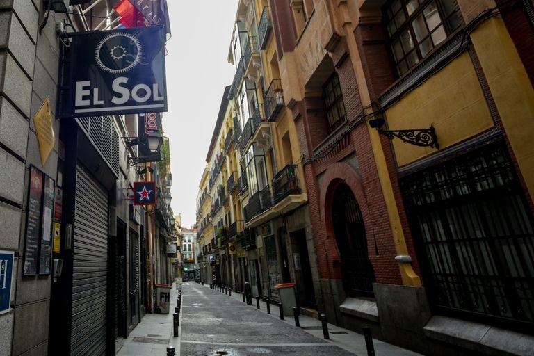 Entrada a la sala de conciertos madrileña El Sol, cerrada temporalmente por el coronavirus.