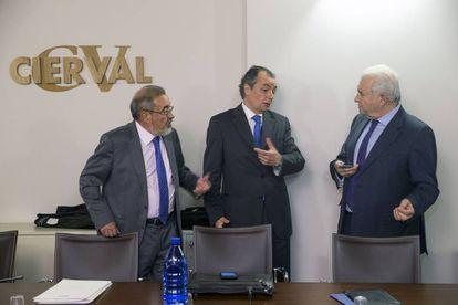 Desde la izquierda, el presidente de Cierval Jose Vicente González, el de la CEV, Salvador Navarro, y el de Coepa, Francisco Gómez.