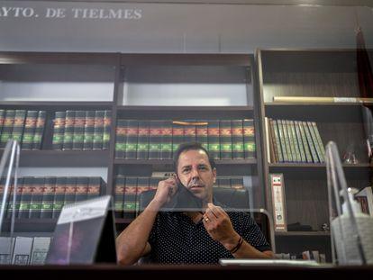 Miguel Angel Barbero, alcalde de Tielmes, el miércoles 26 de agosto en su despacho.