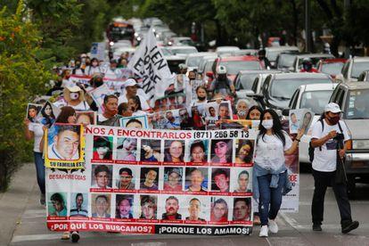 Familiares y amigos de personas desaparecidas protestan en la marcha por la Búsqueda Nacional en Vida en la ciudad de Guadalajara (México) el pasado 5 de julio.
