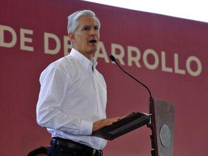 El dirigente del PRI Alfredo Del Mazo omitió en su declaración de bienes fondos que manejó en 2012 en un paraíso fiscal