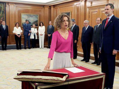 La ministra Meritxell Batet promete su cargo ante el Rey en la Zarzuela este jueves. J.J. Guillén (efe) / Atlas