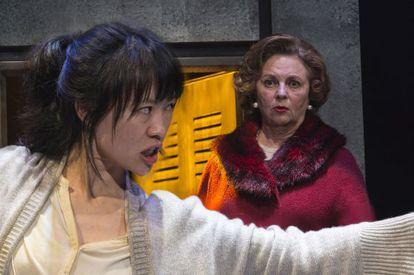 Momento de la obra 'El señor Ye ama los dragones', de Paco Bezerra, bajo la dirección de Luis Luque.