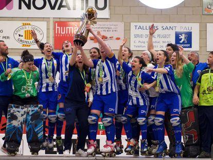 Las jugadoras del Voltregà, con la Copa de Europa.